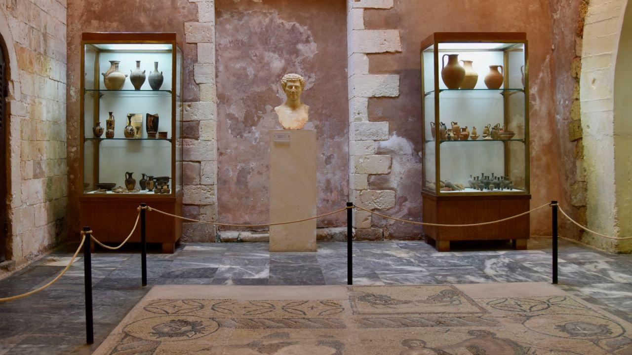 Ausstellungsstücke im Museum in Chania