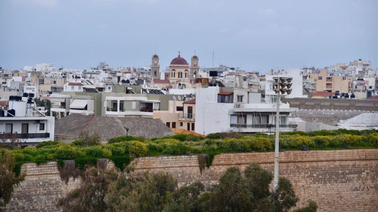 Blick auf die venezianische Mauer und die Dächer von Heraklion