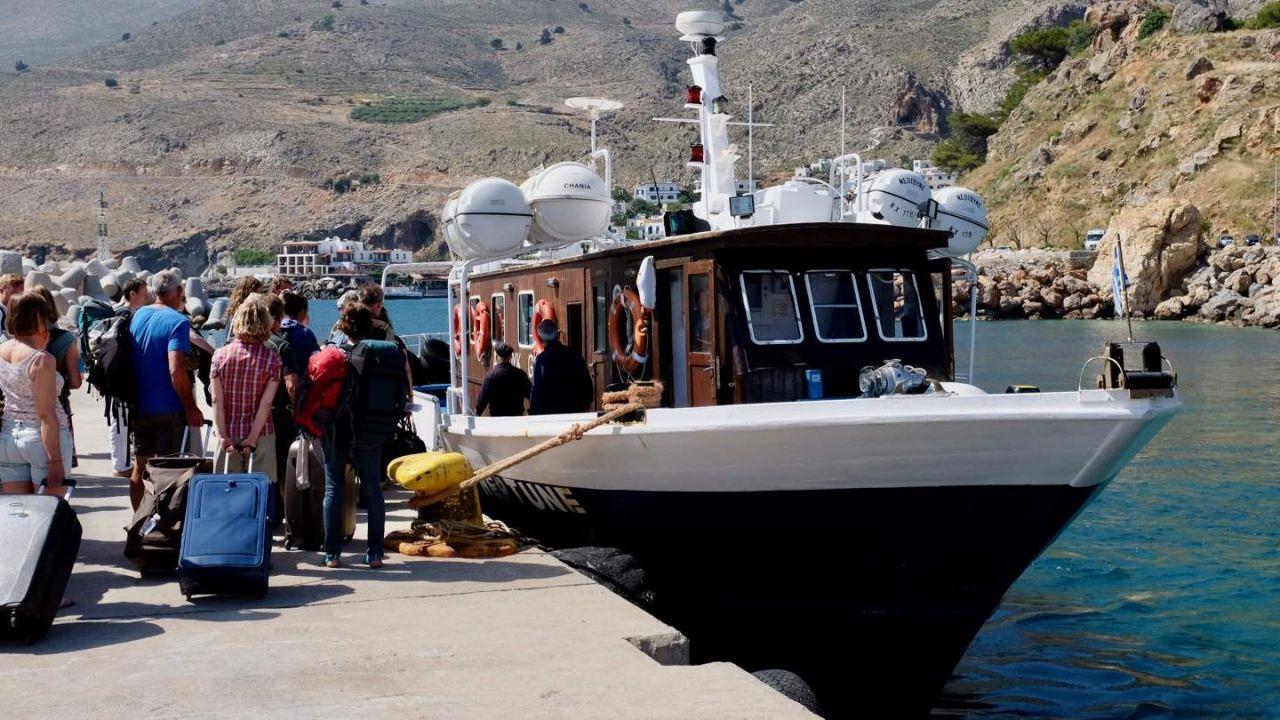 Fähre Neptune im Hafen von Chora Sfakion