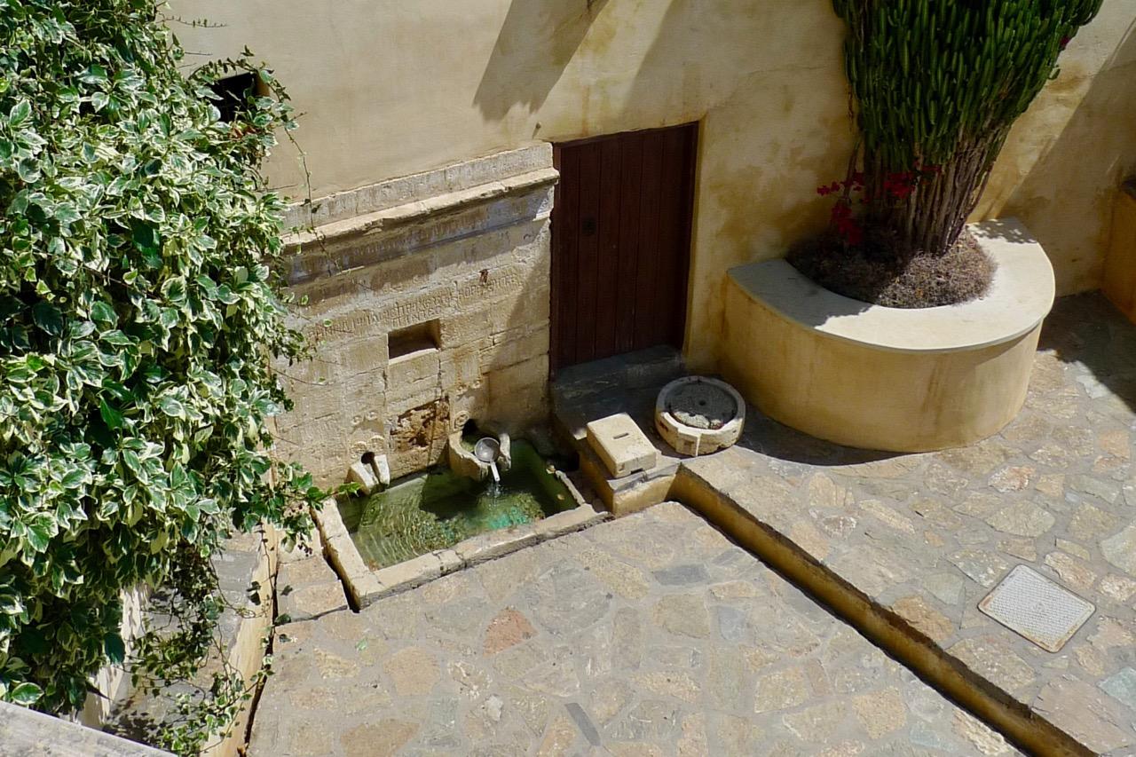 Der Brunnen im Kloster Preveli