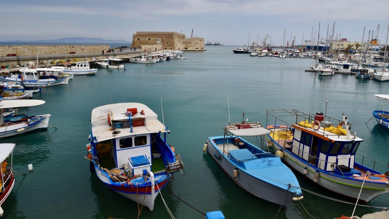 Der Hafen von Heraklion mit dem venezianischen Fort