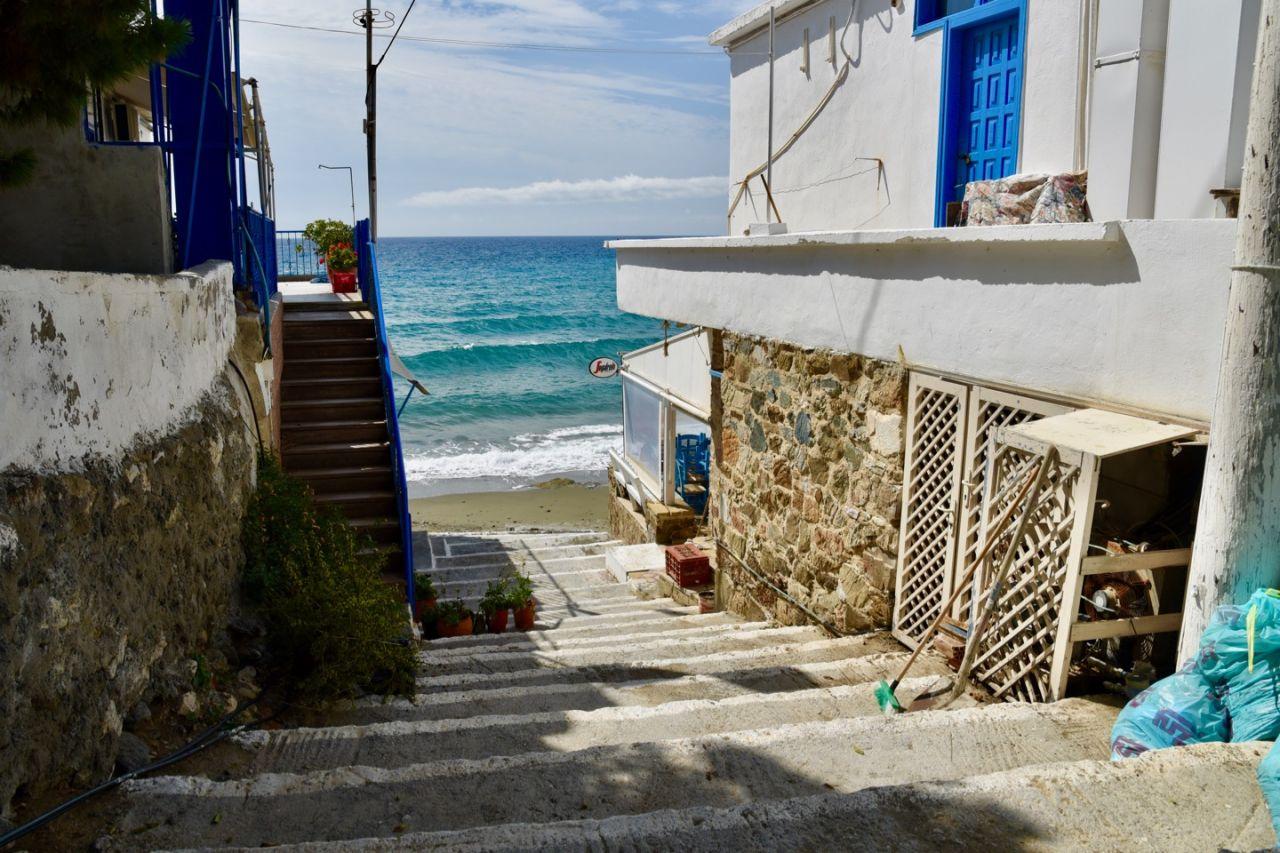 Stufen zum Strand von Lendas