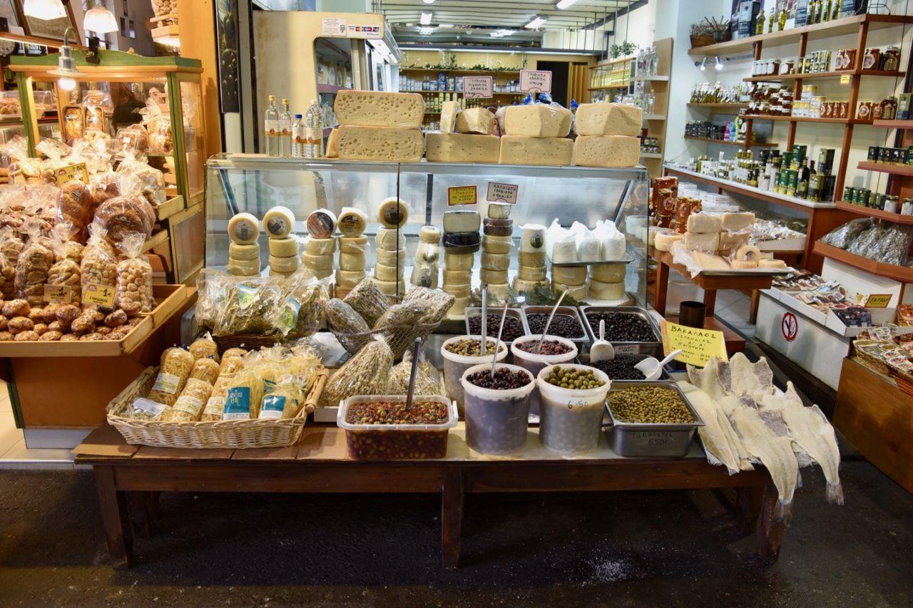 Geschäft mit Essen in der Markthalle Chania