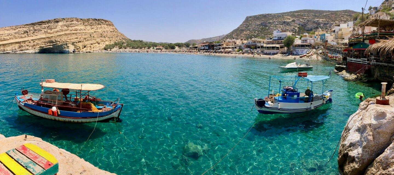 Bucht von Matala mit Fischerbooten