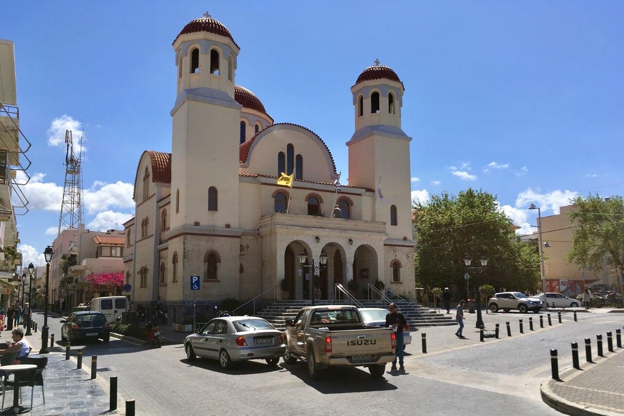 Blick auf die 4 Märtyrer Kirche