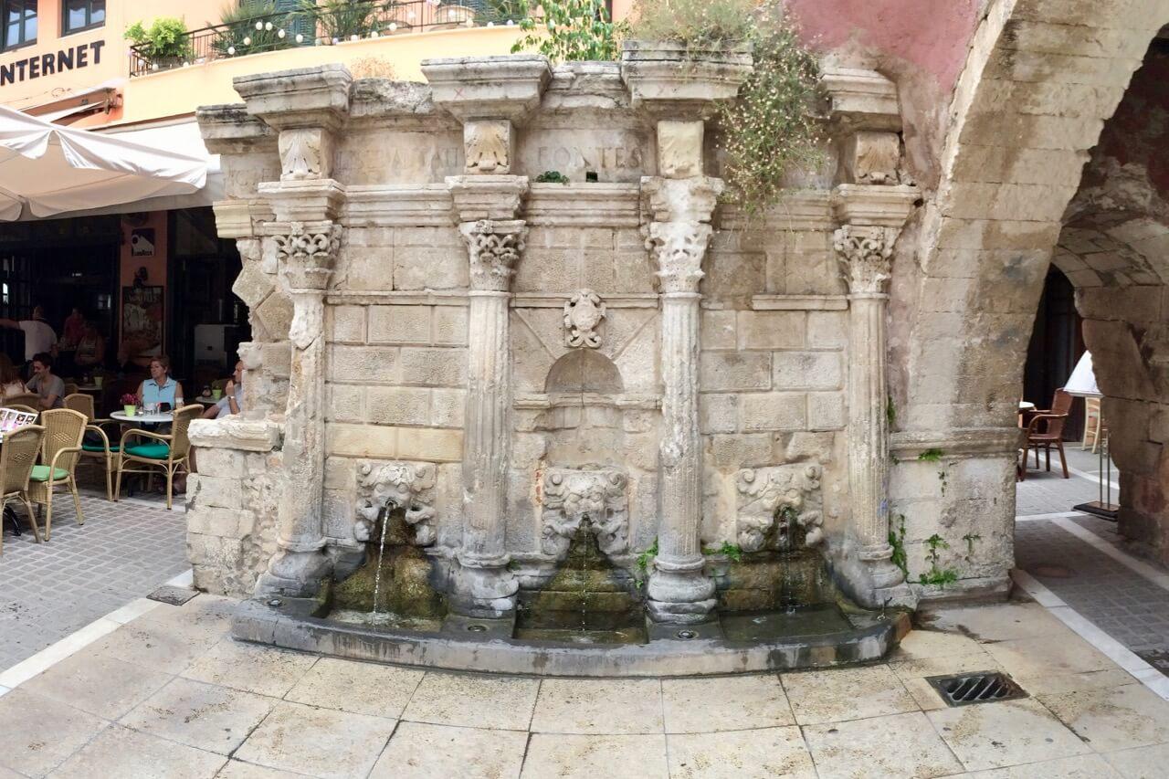 Rimondi Brunnen mit seinen drei Löwen