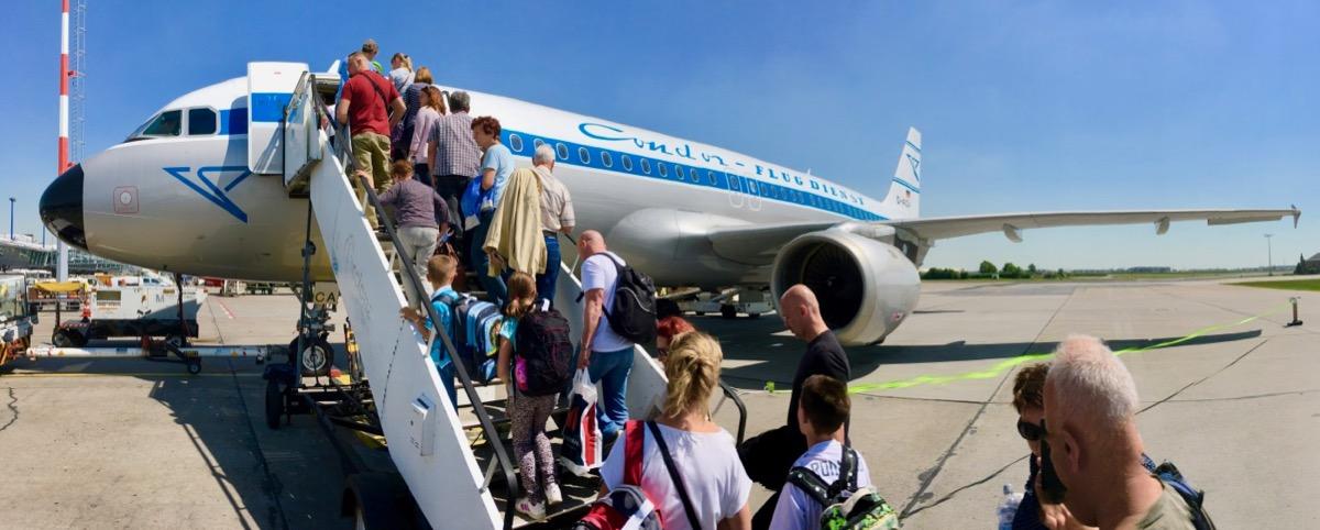 Condor Flugzeug Heraklion Einstieg